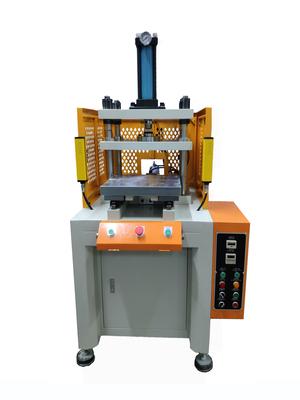 滑台四柱油压机